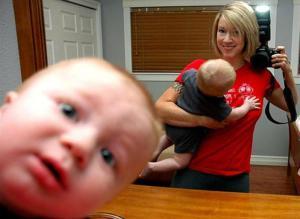 Selfie con bebé en espejo
